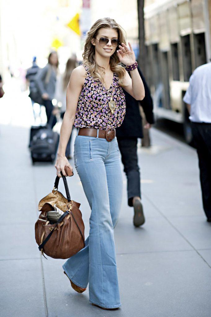 джинсы клеш голубые