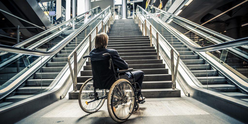инвалид и лестница