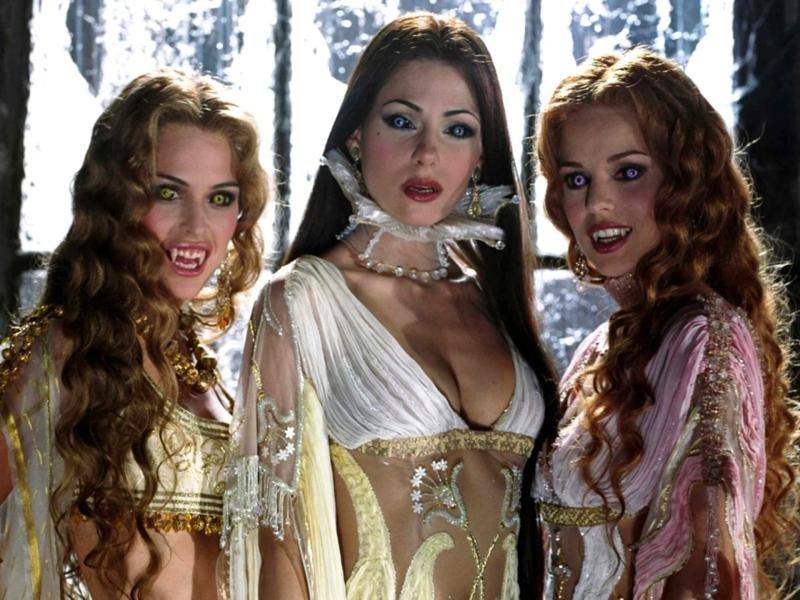 В Постели С Горячей Вампиршей